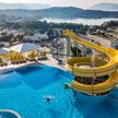 12-летнюю девочку из России засосало в трубу в бассейне турецкого отеля: она в коме