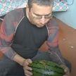 Дезинсектор попробовал арбуз с ядом от насекомых, чтобы доказать его безопасность для людей