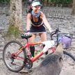 В Сингапуре голодный кабан остановил велосипедистку и отобрал у нее еду
