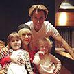 Алла Пугачёва Максим Галкин впервые за долгое время вышли в свет вместе со своими детьми