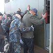 ОМОН и милиция задержали на рынке в Ждановичах 90 человек