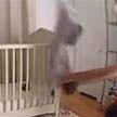 Молниеносная реакция: отец успел поймать сына в нескольких сантиметрах от пола