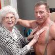 Пенсионерка из дома престарелых вызвала себе стриптизера-пожарника