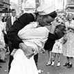 Умер матрос с легендарной фотографии «Поцелуй на Таймс-сквер»