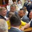 Драка произошла в Верховной раде Украины после заявления одного из депутатов о том, когда «закончится эпоха бедности»