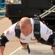 Белорус сдвинул с места 15 МАЗов и установил мировой рекорд