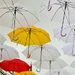 В центре Минска появилась инсталляция с парящими зонтиками