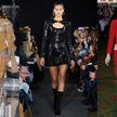 Железная бахрома, много вырезов и блёстки: главные тренды из недели моды Нью-Йорка и Лондона