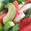 Овощной салат с моцареллой. Рецепт телеведущей Екатерины Тишкевич