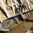 В Украине археологи вытащили из реки древнюю лодку