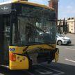 В центре Барселоны столкнулись два автобуса и мотоцикл, 20 человек пострадали