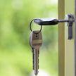 Незваный гость тайно поселился в доме и отказался съезжать