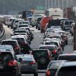 Бетонная балка упала на легковую машину в Москве: шоссе перекрыли в обоих направлениях