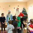 Акция «Наши дети»: взрослые помогают Деду Морозу исполнять мечты малышей