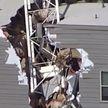 Шокирующие кадры из Далласа: строительный кран рухнул на жилой дом и пробил его насквозь