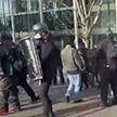 В США прошли столкновения с полицией с участием противников и сторонников Трампа