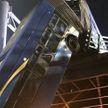 В Нью-Йорке переломился автобус-«гармошка»: половина свесилась с эстакады