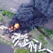 В США грузовой поезд сошел с рельсов из-за обрушения моста