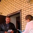 Медики и милиционеры проверяют соблюдение режима самоизоляции в Бресте