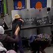 В Боливии медицинские работники вступили в столкновения с полицией