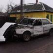 Водитель на BMW врезался в столб и протаранил забор