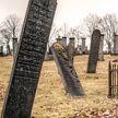 Мужчина нашел торчащие из столетней могилы волосы