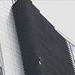 Знаменитый французский скалолаз покорил один из самых высоких небоскребов Манилы