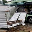 Остановка упала на троллейбус в Минске