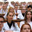 «Я вас не агитирую не выезжать – съездите»: как прошла встреча студентов-медиков с Лукашенко