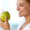 Cтоматолог назвала 7 натуральных продуктов, которые помогут отбелить зубы