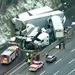 Пять человек погибли при столкновении туристического автобуса с грузовиками в США