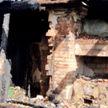 Пожар в Браславском районе: к приезду спасателей деревянный дом уже был без крыши и полностью охвачен огнём