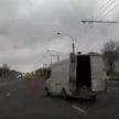 «Сумасшедший» микроавтобус: водители опешили от такой езды (ВИДЕО)