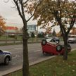 В Минске на проспекте авто наехал на бордюр и опрокинулся