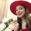 Настасья Самбурская в ярком облегающем платье встречает 33-летие