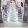 В Москве мужчина столкнул пассажира метро на рельсы и попал на видео