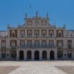 Власти Испании разрешили Мадриду и Барселоне смягчить карантинные меры