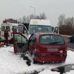 Микроавтобус с 15 пассажирами столкнулся с легковым авто: есть пострадавшие