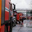Сразу 17 единиц техники МЧС тушили горящую крышу завода в Минске