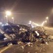 Жуткая авария на МКАД: легковушка протаранила разделительное ограждение, есть пострадавшие