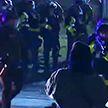 Беспорядки в США: в полицию летят камни и бутылки, задержано 60 человек
