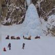 Замерзший водопад обрушился на туристов на Камчатке