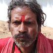 Необычная диета: мужчина ест землю на протяжении 20 лет