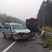 Смертельная цепочка: на трассе М1 грузовик ударил две легковушки, одна из которых переехала женщину