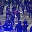 В Испании продолжаются протесты: камни и мусорные баки бросают в стражей порядка