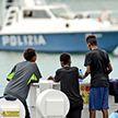 Заблокированные в итальянском порту мигранты объявили голодовку