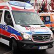 Поезд протаранил машину скорой помощи в Польше (Видео)