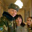 Военные поздравили матерей с 8 Марта: командиры в Бресте и Витебске отпустили солдат в увольнение