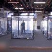 Пластиковые боксы для безопасных занятий в тренажерном зале организовали в Калифорнии