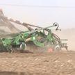 GPS-навигатор в тракторе и обследование почвы. Как проходит посевная в регионах Беларуси?